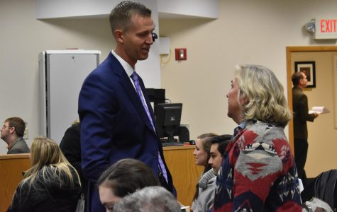 Dale Kooyenga (R) talks to a potential voter before the forum.